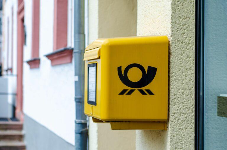 Postbote in Berlin verletzt