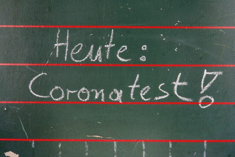 Schlange stehen für einen Corona-Test in Berlin