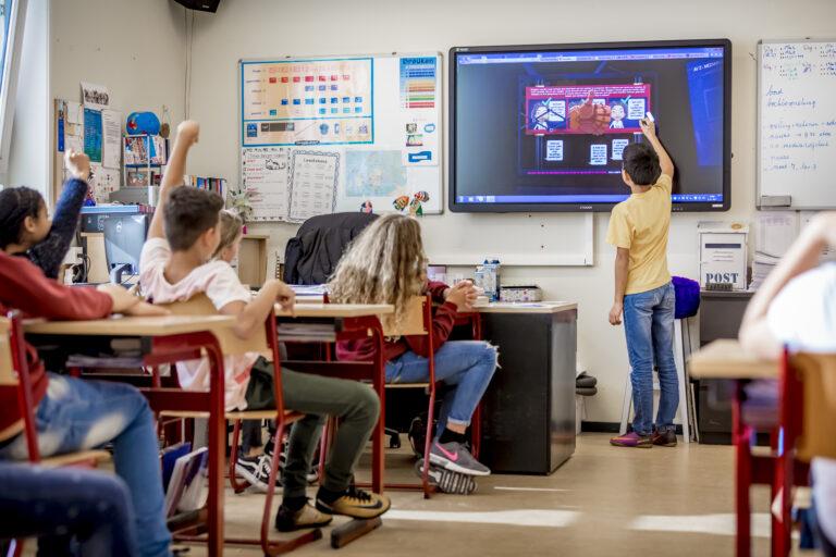 Leraar speelt unieke rol in het mediawijzer maken van kinderen