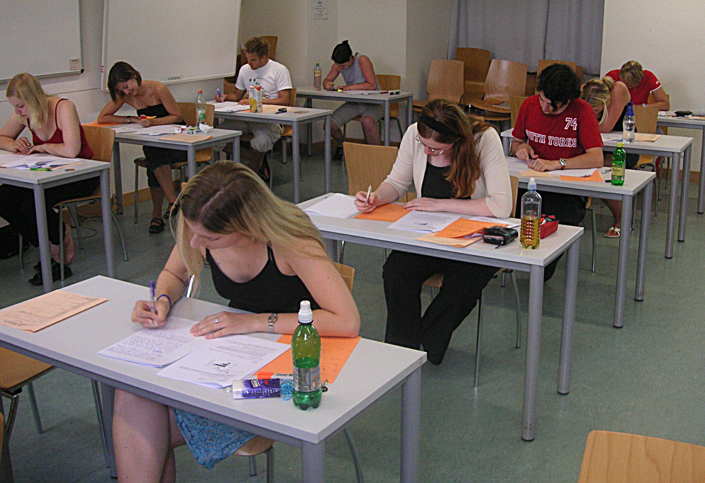 Leerlingen die een proefwerk maken