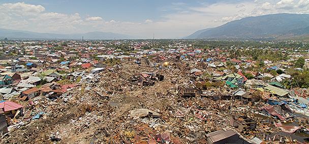 Paniek op het strand van Sulawesi