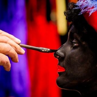 De verandering van Zwarte Piet: overheidsingrijpen of afwachten?