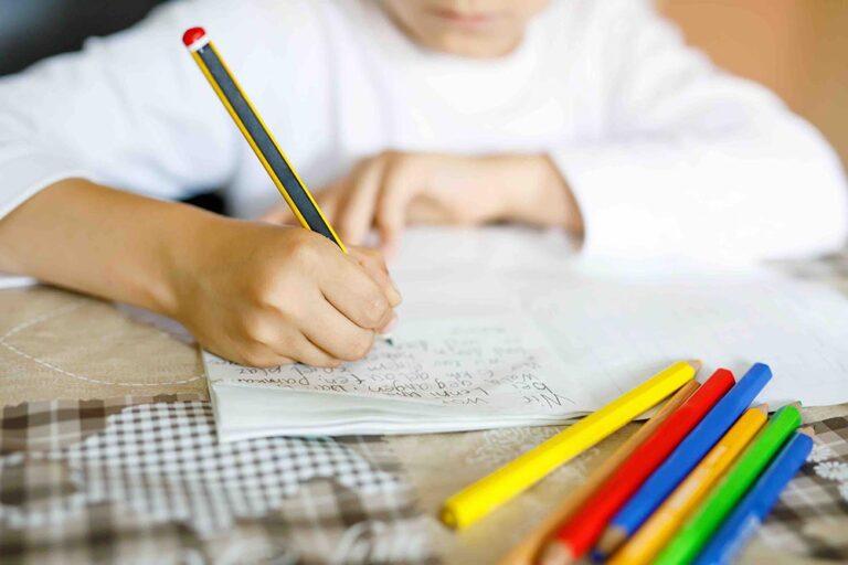 Creatief schrijven krijgt kinderen aan het lezen