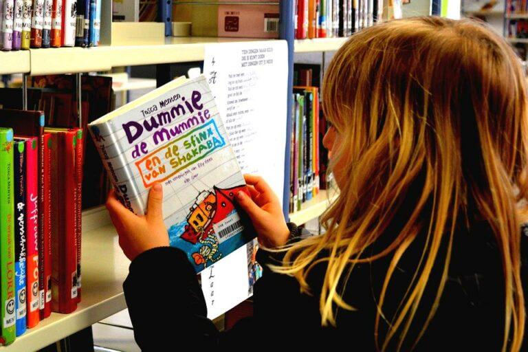 Zo motiveer je kinderen om te lezen: 4 tips