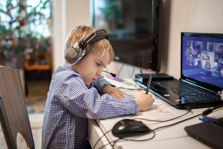 Monitor Hybride Onderwijs: dit vinden ouders belangrijk bij afstandsonderwijs