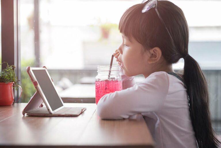 Schermtijd jonge kinderen fors toegenomen door coronacrisis