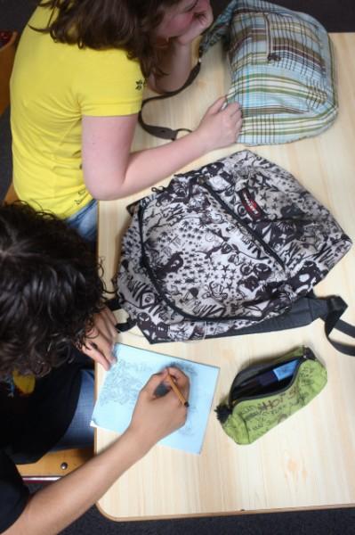 Handschrift jongeren achteruit door computer