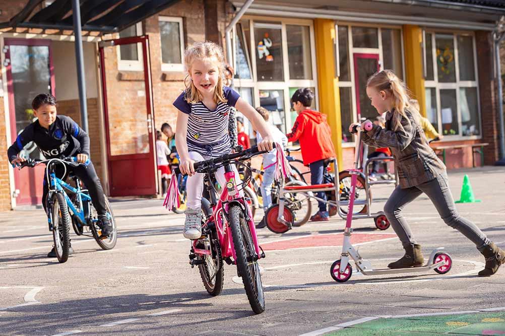 kinderen op verkeersplein in Oss