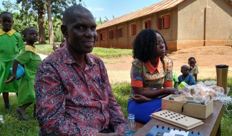 Nask-docent Edward Wolfs inspireert docenten in Oeganda